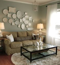 Small living room // plate collection // wall color