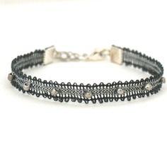 """Bracelet en dentelle aux fuseaux  """"mini"""" coloris gris/argenté"""