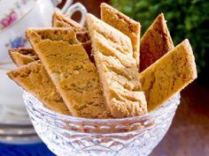 Lättbakade kolakakor – recept | Allas Recept Fika, Cookie Desserts, Cornbread, Guacamole, Snack Recipes, Chips, Food And Drink, Cookies, Ethnic Recipes