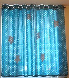 rideaux tissu bleu pétrole étoiles blanches avec des étoiles appliquées  8 anneaux