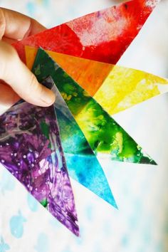 Check out these 6 super creative and colorful melted crayon projects to try this weekend with the kids.
