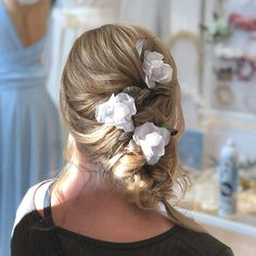 This lovely bride got a beautiful asymmetric braid which was decorated by Heili Bridal's Midsummer rose hairpins. Sometimes it only needs few blooms to make everything fall into place 3 Hair by at Lyreilia hair salon, Helsinki. Headpiece Wedding, Wedding Veils, Bridal Headpieces, Alternative Wedding, Bridal Hair Accessories, Bride Hairstyles, Helsinki, Hair Designs, Hair Pins