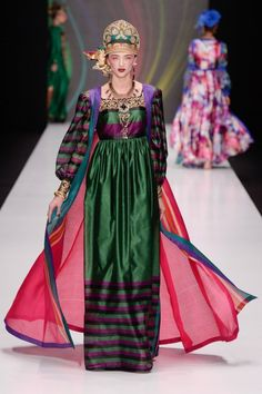 Slava Zaitsev Russia Spring 2017 Fashion Show Fashion 2017, Fashion Show, Fashion Design, High Fashion, Moda Hippie, Lobe, Russian Fashion, Russian Style, Oriental Fashion