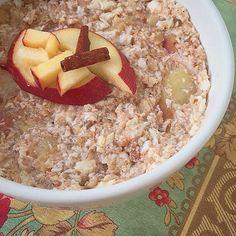 """57 curtidas, 2 comentários - Mahara Pires (@maharapires_) no Instagram: """"#mingaudemaçã : 1 maçã pequena picada, 400 ml de água(ou leite), 1 cc canela em pó, 4 claras…"""""""