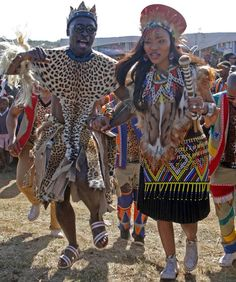 A traditional Zulu wedding Zulu Traditional Attire, African Traditional Wedding Dress, Traditional Wedding Attire, Traditional Outfits, Traditional Weddings, African Fashion Dresses, African Dress, Zulu Wedding, Tribal Wedding