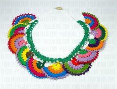 Modèles de boucles à tricoter - Bebek örgü modelleri - Col Crochet, Crochet Motifs, Crochet Fabric, Crochet Collar, Crochet Art, Crochet Patterns, Textile Jewelry, Fabric Jewelry, Textile Art