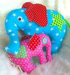 Nachdem die kleinen Kuschelbande von schnittreif.de bei euch so gut ankamen, hatte Annasvea die Idee, einen richtig großen Elefanten daraus zu basteln. Ist das Stoffresteregal voll?Kein Problem, näht einfach einen dicken...