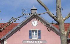 Cadran #horloge Bodet installé sur la façade de l'hôtel de ville de Valdoie, Territoire-de-Belfort, Bourgogne-Franche-Comté #clock