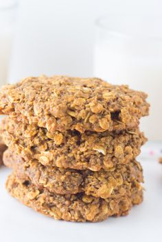 Oatmeal Chia Breakfast Cookies Simple healthy vegan breakfast cookie loaded with chia seeds and roll Chia Breakfast, Oatmeal Breakfast Cookies, Healthy Oatmeal Cookies, Healthy Vegan Breakfast, Vegan Oatmeal, Oatmeal Recipes, Healthy Treats, Healthy Recipes, Cookie Recipes