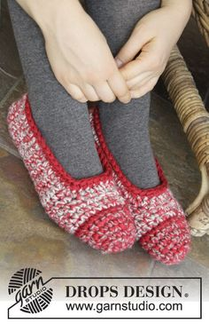 Warm and cozy #crochet slippers for a cold #Christmas morning <3 Pattern available from the #DROPSChristmasCalendar - look behind door no. 21!