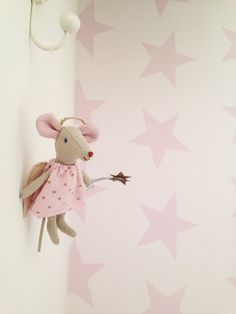 Clarabelle Interiors mouse - Peony and Sage wallpaper.