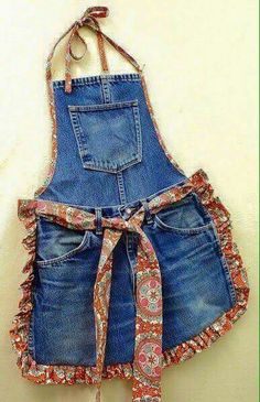 Recycle Old Blue Jeans into a Fun Apron. The post Recycle Old Blue Jeans into a Fun Apron. appeared first on Jeans. Diy Jeans, Recycle Jeans, Jean Crafts, Denim Crafts, Jean Diy, Artisanats Denim, Jean Apron, Thrift Store Refashion, Cool Aprons