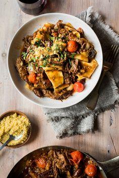 Pâtes au boeuf braisé, olives et aubergines - K pour Katrine Healthy Eating Tips, Healthy Nutrition, Healthy Recipes, Confort Food, How To Cook Pasta, Italian Recipes, Cooking Recipes, Yummy Food, Olives