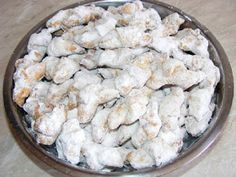 Cornulete de post Romanian Desserts, Romanian Food, Vegan Sweets, Vegan Desserts, Jacque Pepin, Good Food, Yummy Food, Vegan Cake, Sweet Cakes