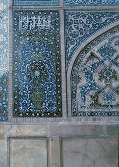 Image IRA 0723 featuring decorated area from the Masjid-i-Jami, in Isfahan, Iran, showing Floriated Arabesque and Calligraphy using ceramic tiles, mosaic or pottery. Islamic Decor, Islamic Art, Islamic Architecture, Art And Architecture, Geometri, Persian Beauties, Islamic Patterns, Sacred Art, Moorish