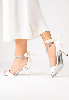 Bestill Nina Shoes VINNI - Sandaler - ivory for kr 1295,00 (20.04.16) med gratis frakt på Zalando.no