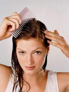 Summer Beauty Solutions to Your Top 18 Hair, Skin, and Makeup Emergencies DIY exfolaiting-scalp-treatment to get rid of product build up and make your hair soft and shiny. Pelo Natural, Natural Hair Care, Natural Hair Styles, Beauty Trends, Beauty Hacks, Beauty Care, Beauty Tips, Hair Beauty, Womens Health Magazine