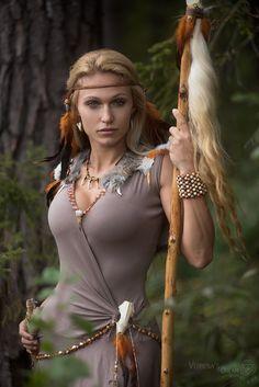 Fantasy Female Warrior, Warrior Girl, Fantasy Women, Fantasy Girl, Barbarian Woman, Celtic Warriors, Female Warriors, Fantasy Photography, Fantasy Costumes