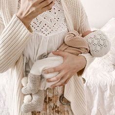 Such a beautiful photograph by including our cotton meadow bonnet ♡ Newborn Fashion, Baby Outfits Newborn, Baby Girl Fashion, Boho Baby Clothes, Lifestyle Newborn Photography, Baby Girl Romper, Beautiful Babies, Beautiful Things, Mommy And Me