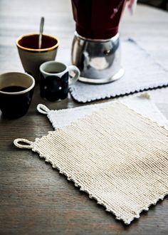 Neulo kestäviä ja käteviä patalappuja kalalangasta - Kotiliesi.fi Diy And Crafts, Arts And Crafts, Crochet For Beginners, Fun Projects, Knit Crochet, Weaving, Stitch, Knitting, Dishcloth