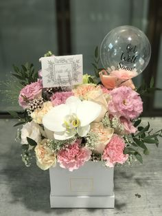 Beautifully Handcrafted Flower Arrangement Singapore, Same Day Delivery singapore. Premium Flowers - Last Longer. Flowers and balloon. Balloon Flowers, Balloon Bouquet, Diy Flowers, Paper Flowers, Balloon Box, Balloon Arrangements, Balloon Decorations, Birthday Party Decorations, Flower Arrangements