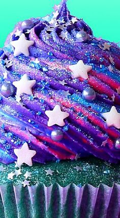 Cupcake Recipes 166562886199475136 - Galaxy Cupcakes ❊ More Source by jessicarogeyzer Tolle Cupcakes, Cute Cupcakes, Birthday Cupcakes, Space Cupcakes, Cupcake Ideas Birthday, Cute Cupcake Ideas, Icing Cupcakes, Amazing Cupcakes, Holiday Cupcakes