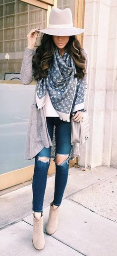 Scarf fall fashion inspiration: ripped jeans big scarf could be the best outfit ever Nerd Outfits, Outfits For Teens, Casual Outfits, Cute Outfits, Fashion Outfits, Fashion Styles, Winter Outfit For Teen Girls, Fall Winter Outfits, Autumn Winter Fashion