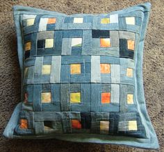 pillow to make Strip Quilts, Mini Quilts, Quilt Blocks, Patchwork Cushion, Quilted Pillow, Patchwork Jeans, Quilting Projects, Sewing Projects, Blue Jean Quilts
