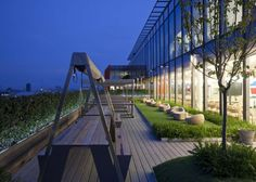 Combining technology and nature | Roof Garden In Google London Office | #google #London #green #design