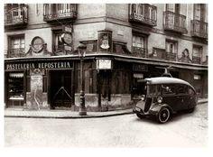 Madrid antiguo. Viena Capellanes. La primera tienda se abrió en 1873, en la esquina de la calle de La Misericordia con la calle Capellanes, hoy en día llamada Maestro Victoria