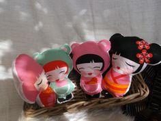 bavlnený vankúš v tvare japonskej bábiky, plnené mäkkými polyesterovými guličkami...