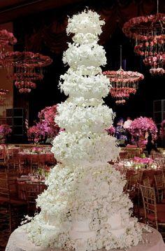 Michael-Douglas-and-Catherine-Zeta-Jones-vanilla-wedding-cake.png (571×870)