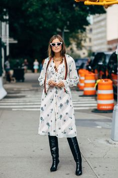 New York Fashion Week Delivered All the Street Style You've Been Waiting For New York Fashion Week Street Style, Spring Street Style, Cool Street Fashion, New York Outfits, City Outfits, Fashion Editor, Fashion News, First Day Outfit, Classic Outfits