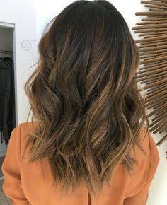 medium dark brown hair with caramel balayage Medium Dark Brown Hair, Highlights For Dark Brown Hair, Hair Highlights, Caramel Highlights, Color Highlights, Highlights For Brunettes, Balayage Caramel, Chocolate Highlights, Light Highlights