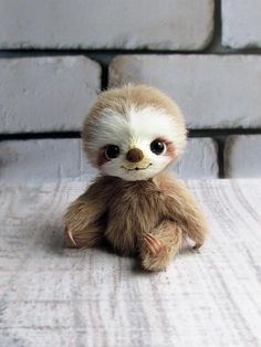 Little sloth by Alina Priymak on Tedsby : Material: Sassy Fabric Filler: polyfill (fiberfill) and mineral granules 5 way jointed Glass eyes Tinting with oil paints Completely handmade. Toy is for adult collectors only, is not suitable for children and can Baby Animals Super Cute, Cute Little Animals, Cute Funny Animals, Cute Dogs, Cute Babies, Cute Baby Sloths, Cute Sloth, Baby Animals Pictures, Cute Animal Pictures