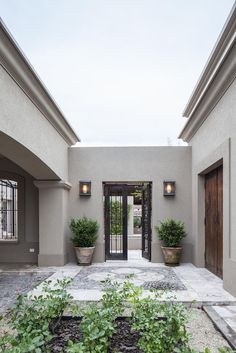 Color pared - Another! Dream House Exterior, Exterior House Colors, Stucco Colors, Future House, Design Exterior, House Entrance, Facade House, House Painting, Home Deco