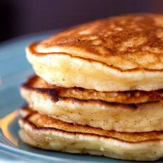 The Best Pancake Recipe . Best Pancake Recipe - This tasty pancake recipe is easy and has a secret ingredient that gives them the perfect fluffy pancake Sour Cream Pancakes, Tasty Pancakes, Fluffy Pancakes, Mini Pancakes, Waffles, Dessert Simple, Pancake Recipes, Brunch Recipes, Pancake