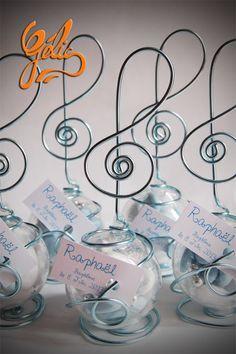 Dragées - Dragées et cadeaux convives Thème musique et clé de sol couleur bleu www.patisserie-gelis.com