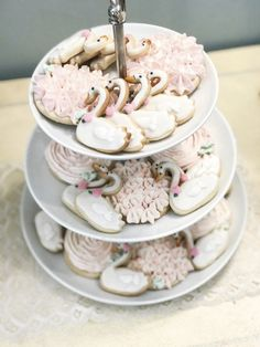 Floral Swan Baby Shower – Kailey Marie D… - Girl Baby Showers Tea Party Baby Shower, Baby Shower Cakes, Office Baby Showers, Lake Party, Baby Shower Invitaciones, Baby Shower Princess, 1st Birthday Girls, Baby Shower Decorations, First Birthdays