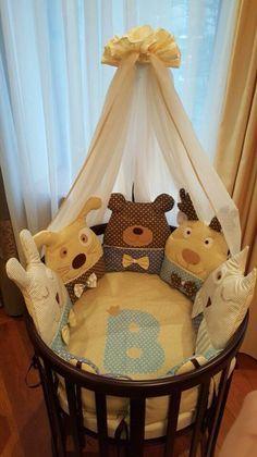 Бортики в кроватку, буквы подушки, LulaBooo Conoce más de los bebés en Somos Mamas. Quilt Baby, Sewing For Kids, Baby Sewing, Diy Bebe, Patchwork Baby, Cot Bedding, Baby Pillows, Baby Bedroom, Baby Crafts