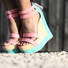 Buy fashion wedges shoes from shoespie. It offers you some cheap wedge shoes of different styles:printed wedge heels, strappy wedges boots, summer wedge sandals are standing for good quality. Stilettos, High Heels, Pumps, Zapatos Shoes, Shoes Heels, Heels Outfits, Zalando Shoes, Cute Shoes, Me Too Shoes