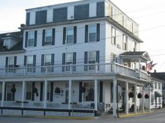 If a boutique hotel means intimate and quirky,then the Hotel Strasburg fits the bill. Bed check of hotel Strasburg Virginia Is For Lovers, Shenandoah Valley, A Boutique, Victorian, Charmed, Building, Places, Travel, Viajes