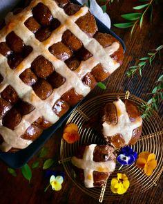Čokoládové hot cross buns s kváskom Lievito madre - Kváskovanie s Lievito madre Waffles, Breakfast, Hot, Basket, Morning Coffee, Waffle