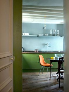 Super simple, super cute kitchen. I can imagine waking up to that. Architect Philippe Harden's Paris kitchen   Remodelista.
