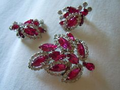"Vintage signed "" Weiss"" Costume Jewelry Brooch & Earring Set"