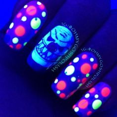 Instill fear and terror with this glowing evil clown inspired nail polish. Apart from the glowing clown's face, various circles in different sizes are also added for effect.