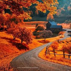 The world famous Sleepy Hollow farm near Woodstock, Vermont. Photo by Allard Schager Beautiful World, Beautiful Places, Beautiful Pictures, Simply Beautiful, Fotografia Macro, Autumn Scenes, Fall Pictures, Fall Pics, Belle Photo