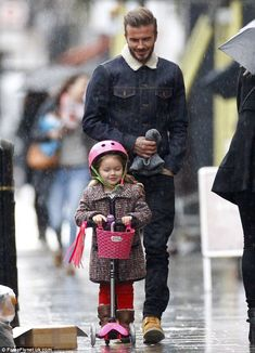 David Beckham (39) and his daughter Harper (3) (in Little Marc Jacobs coat) - Notting Hill, London.  (January 13, 2015)