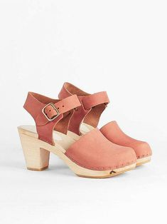 Sustainable Clogs - Emma Closed Toe Clog by Bryr Studio Bryr Clogs, Ethical Shoes, Swedish Fashion, Best Trade, Thing 1, Ethical Brands, Ethical Fashion, Fashion Brands, Vegetable Tanned Leather