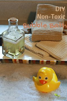 Learn two quick and easy DIY non-toxic bubble bath recipes that will give you peace of mind and fun times. Bath Recipes, Soap Recipes, Diy Lotion, Natural Baby, Natural Living, Organic Living, Natural Parenting, Schaum, Cleaning Recipes
